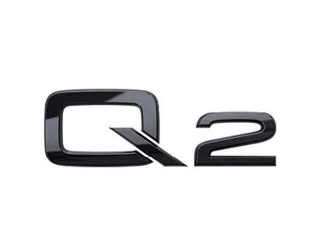 Q2 logo i sort højglans til bagklap